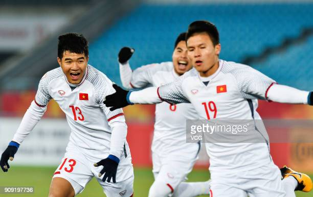 Nguyen Quang Hai of Vietnam celebrates with team mates after scoring a goal during the AFC U23 Championship semifinal match between Qatar and Vietnam...