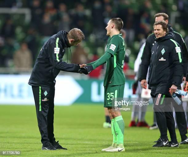 'nHead coach 'nFlorian Kohfeldt of Werder Bremen 'nshakes hands with 'nMaximilian Eggestein of Werder Bremen 'nduring the Bundesliga match between SV...