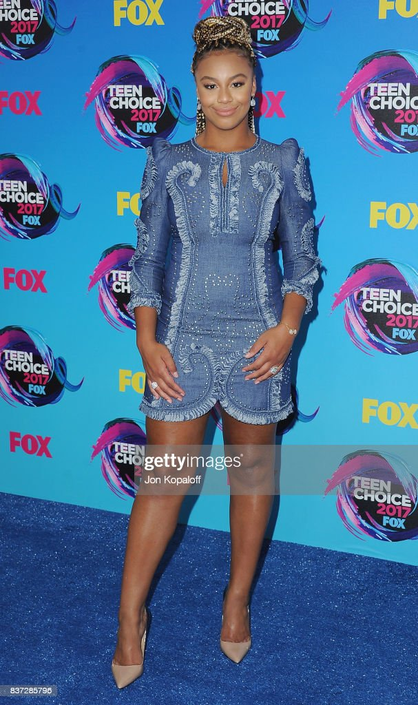Nia Sioux arrives at the Teen Choice Awards 2017 at Galen Center on August 13, 2017 in Los Angeles, California.