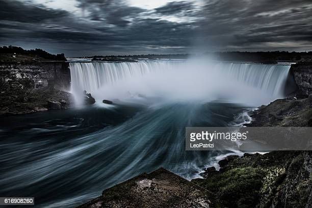 niagara falls at night - canada - north america - niagara falls stock pictures, royalty-free photos & images