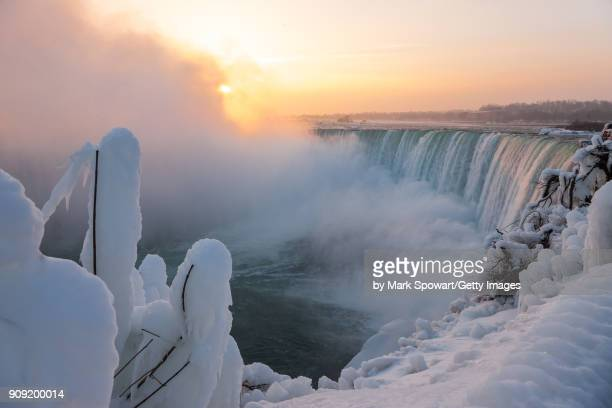 niagara falls in winter - niagara falls stock pictures, royalty-free photos & images