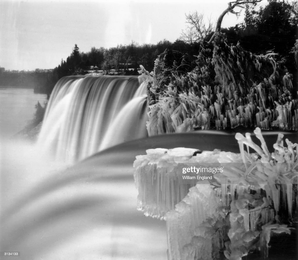 UNS: Stunning Vintage Images Of Frozen Niagara Falls
