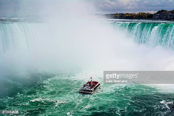 niagara falls with hornblower cruise - niagara river stock pictures, royalty-free photos & images