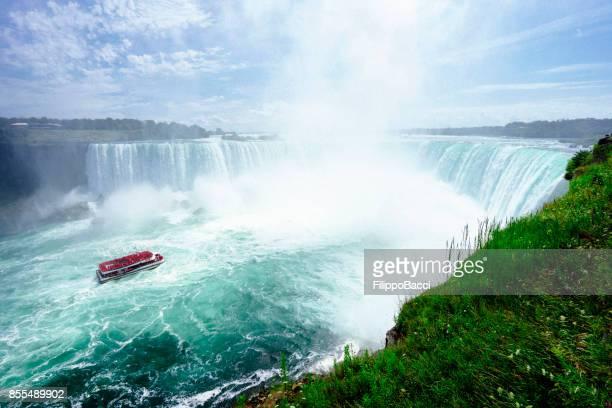 Niagarafälle-Hufeisen mit Ausflugsschiff