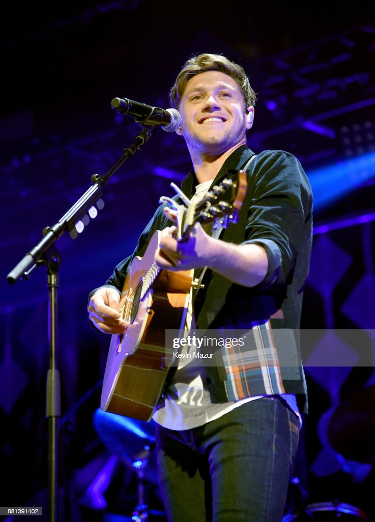 Niall Horan performs onstage at 106.1 KISS FM's Jingle Ball 2017 Presented by Capital One at American Airlines Center on November 28, 2017 in Dallas, Texas.