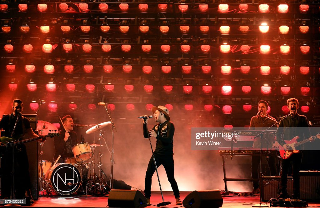 Niall Horan (C) performs onstage during the 2017 American Music Awards at Microsoft Theater on November 19, 2017 in Los Angeles, California.