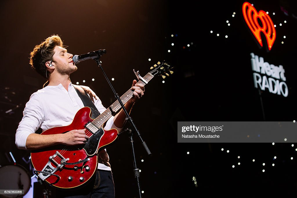 Niall Horan perfors onstage at TD Banknorth Garden on December 11, 2016 in Boston, Massachusetts.
