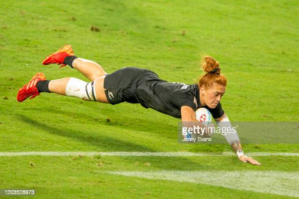 Niall Williams of New Zealand breaks away to score a try during the 2020 Sydney Sevens finals match between New Zealand and SCanada at Bankwest...