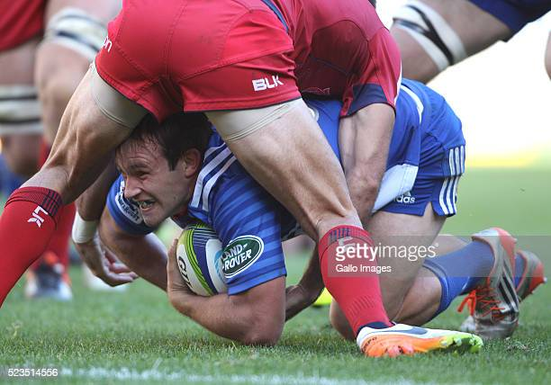 Nic Groom of the Stormers scores a try during the Super Rugby match between DHL Stormers and Reds at DHL Newlands Stadium on April 23 2016 in Cape...