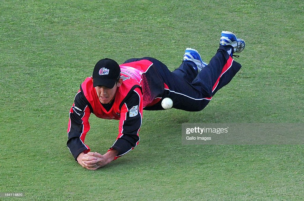 Nic Maddinson of the Sixers spills a catch during the Champions League Twenty20 match between Chennai Super Kings and Sydney Sixers at Bidvest Wanderers Stadium on October 14, 2012 in Johannesburg, South Africa.