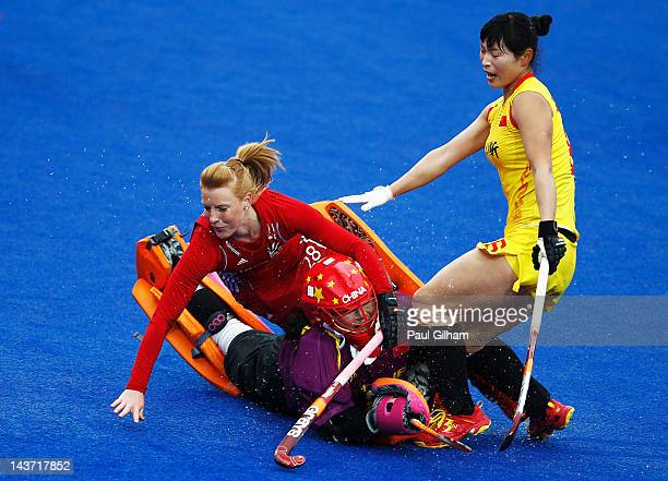 Nic White of Great Britain clashes with Mengyu Wang and Sinan Sun of China during the Women's preliminary match between Argentina and Korea during...