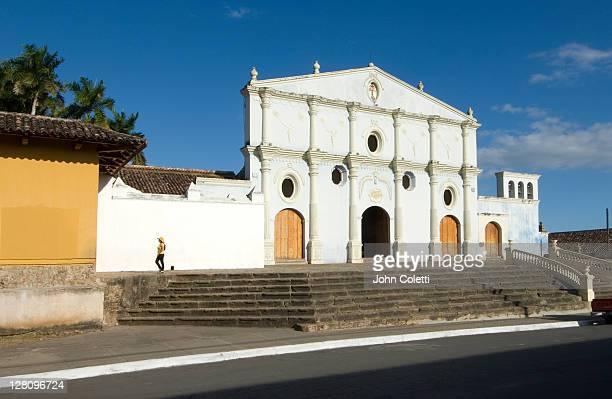 nicaragua, granada, iglesia san francisco - nicaragua fotografías e imágenes de stock