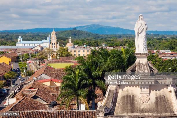nicaragua, granada, statue of virgin mary on top of la merced church - nicaragua fotografías e imágenes de stock