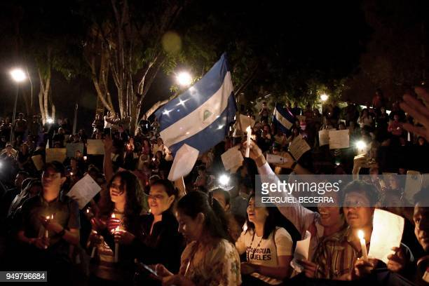 TOPSHOT Nicaraguan inmigrants living in Costa Rica demonstrate in support of Nicaraguans protesting against government's pension reforms during a...