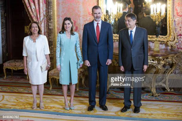 Nicaraguan writer Sergio Ramirez his wife Gertrudis Guerrero Mayorga Queen letizia of Spain and King Felipe VI of Spain attend an official lunch for...