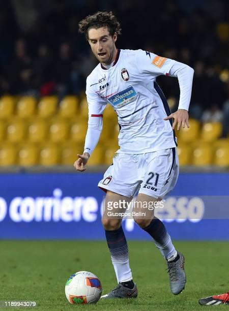 Niccolo' Zanellato of Crotone FC in action during the Serie B match between Benevento Calcio and Crotone FC at Stadio Ciro Vigorito on November 23...