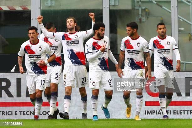 Niccolo Zanellato of F.C. Crotone celebrates with teammates Salvatore Molina, Vladimir Golemic, Emmanuel Riviere and Pedro Pereira after scoring...