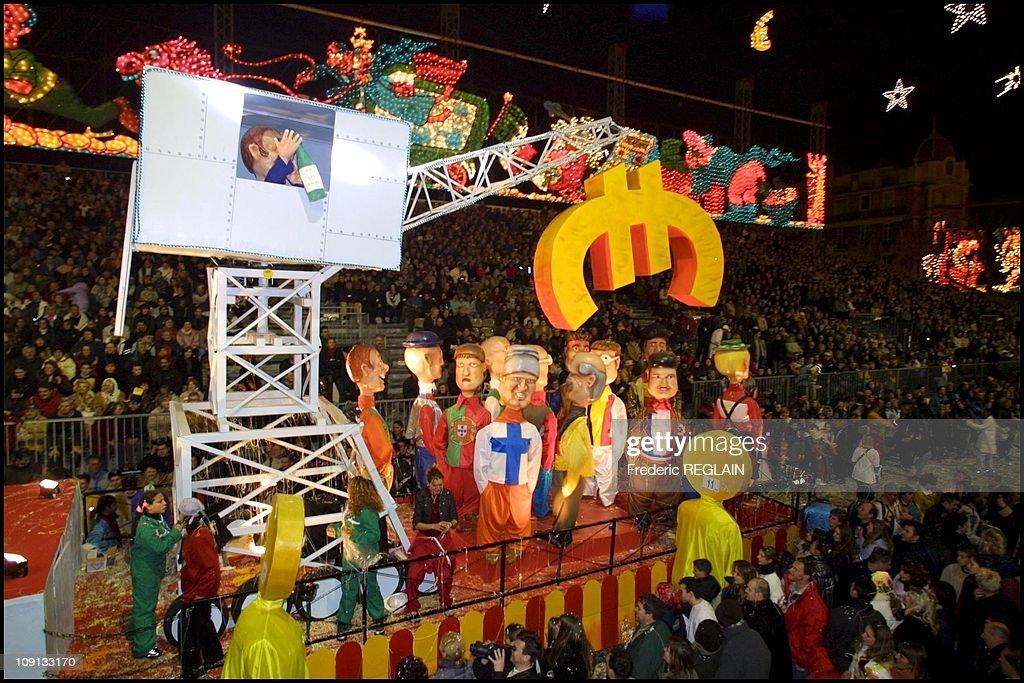 2002 Nice Carnival On February 17Th, 2002 In Nice, France. : Fotografia de notícias