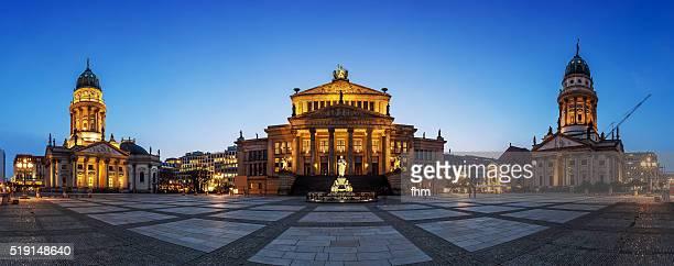 nice panorama berlin gendarmenmarkt at blue hour - konzerthaus berlin stock pictures, royalty-free photos & images
