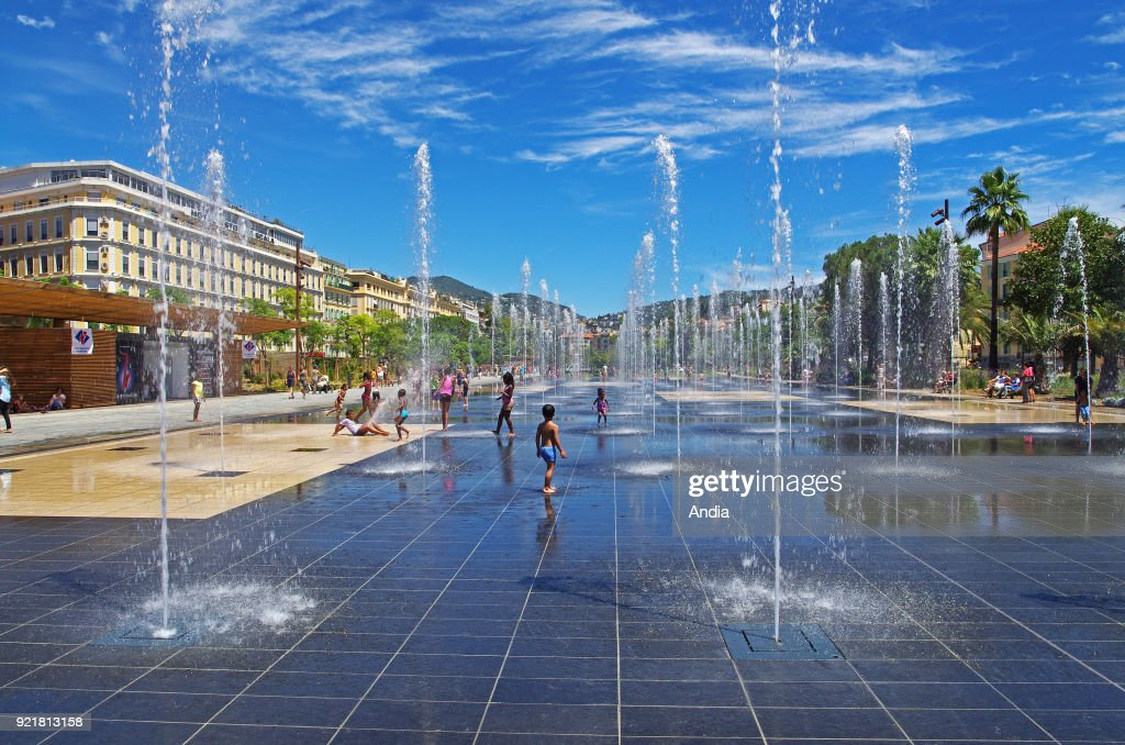 Nice (south-eastern France, French Riviera): reflecting pool along the greenbelt 'Promenade du Paillon'.