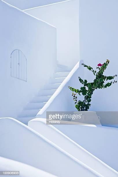 bella bianco scale nel villaggio di oia, santorini island - oia santorini foto e immagini stock