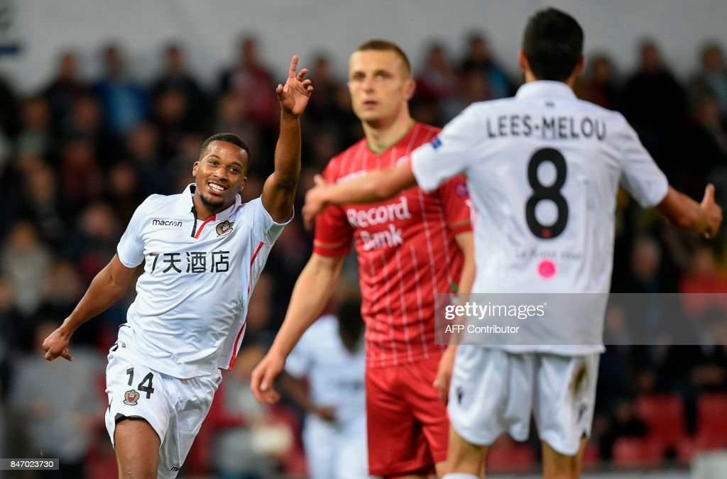Nice's Alassane Plea (L) celebrates after scoring a goal during the UEFA Europa League Group K football match between SV Zulte Waregem and OGC Nice at the Regenboogstadion in Waregem on Septembre 14, 2017. /
