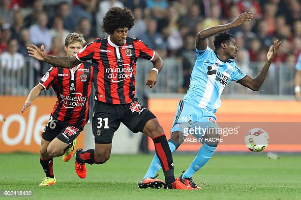 Nice's Brazilian defender Dante vies with Olympique de Marseille's French midfielder AndreFrank Zambo Anguissa during the French L1 football match...