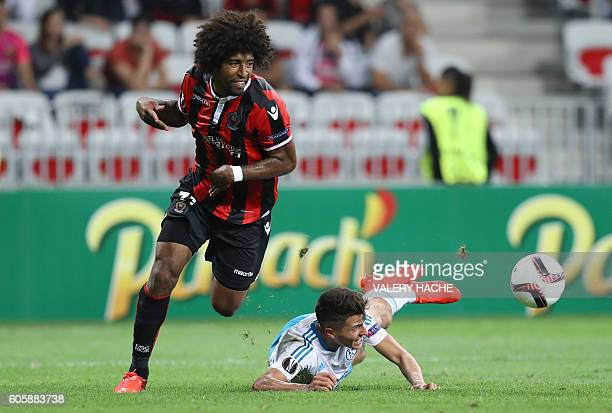 Nice's Brazilian defender Dante vies with Schalke's defender Benjamin Stambouli during the UEFA Europa League football match between OGC Nice and FC...