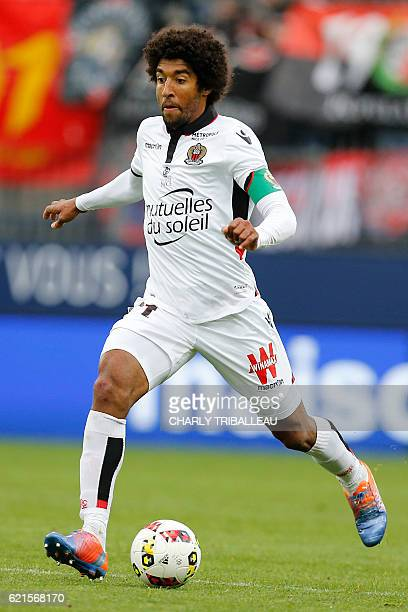Nice's Brazilian midfielder Dante controls the ball during the French L1 football match between Caen and Nice on November 6 2016 at the...