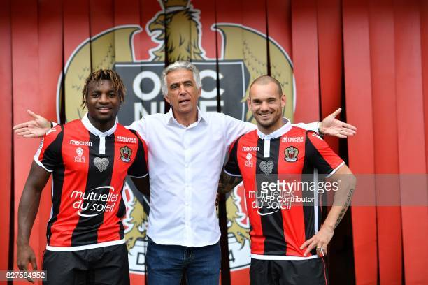 Nice's football club French president JeanPierre Rivere poses with Nice's football club new signings Dutch midfielder Wesley Sneijder and French...