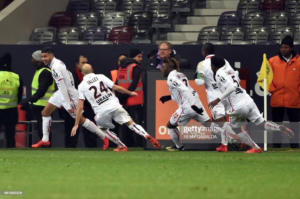 Nice's forward Bassem Srarfi (L) celebrates after scoring during the French L1 football match Toulouse vs Nice,on November 29, 2017 at the Municipal Stadium in Toulouse, southern France. /
