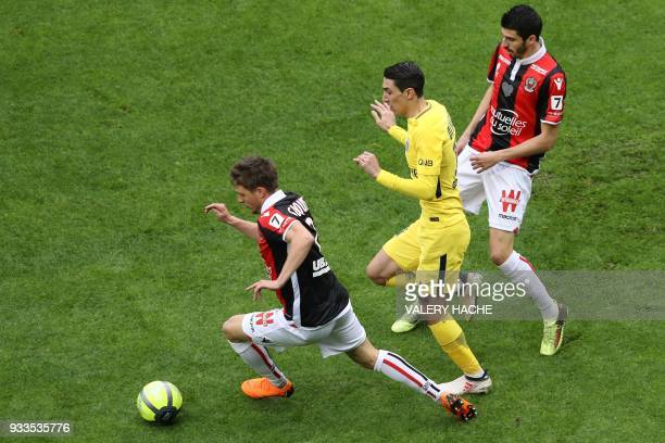 Nice's French defender Arnaud Souquet outruns Paris SaintGermain's Argentinian forward Angel Di Maria during the French L1 football match Nice vs...