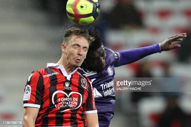 Nice's French defender Olivier Boscagli vies with Toulouse's French forward Yaya Sanogo during the French L1 football match between Nice and Toulouse...