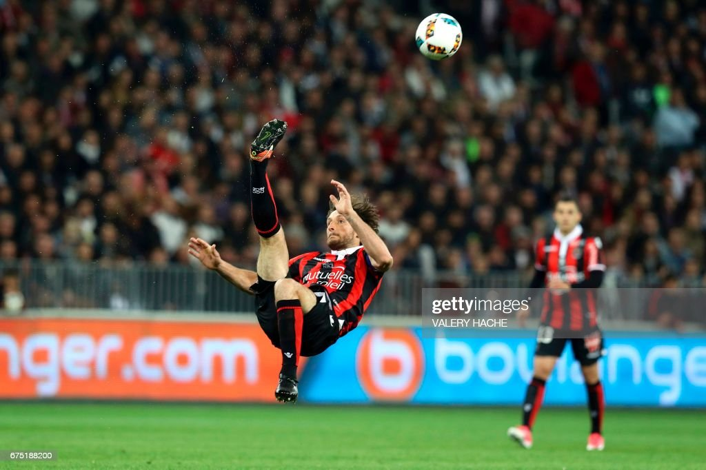 TOPSHOT - Nice's French defender Paul Baysse reacts during the French L1 football match Nice (OGCN) vs Paris Saint Germain (PSG) on April 30, 2017 at the 'Allianz Riviera' stadium in Nice, southeastern France. /