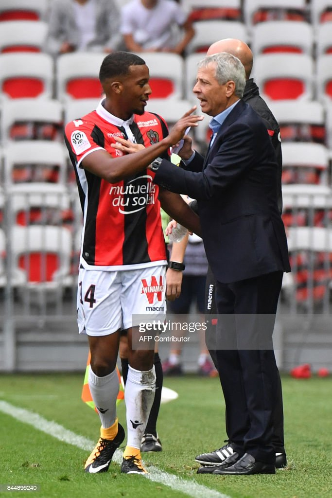 Nice's French forward Alassane Plea (L) celebrates with Nice's Swiss head coach Lucien Favre after scoring a goal during the French L1 football match between Nice (OGCN) and Monaco (ASM) on September 9, 2017 at the Allianz Riviera stadium in Nice, southeastern France. /