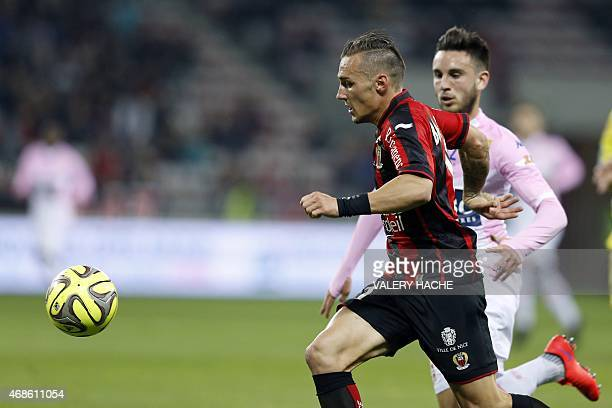 Nice's French forward Eric Bautheac vies with Evian's French forward Adrien Thomasson during the French L1 football match between Nice and Evian...