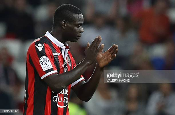 Nice's Italian forward Mario Balotelli acknowledges the public as he is substituted during the French L1 football match Nice vs Monaco on September...
