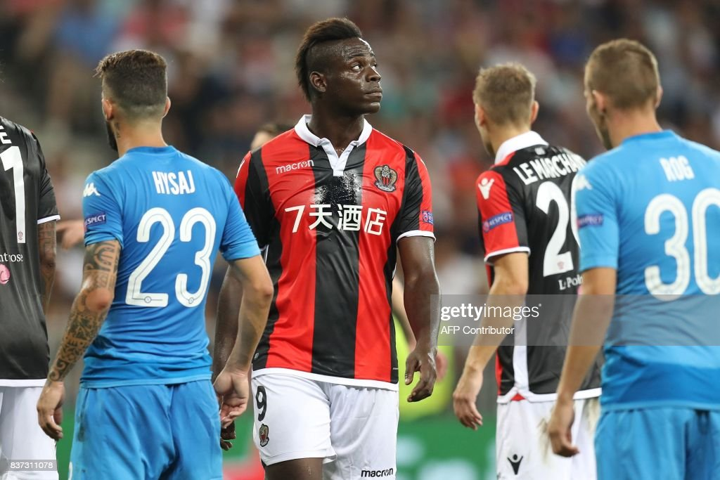 Nice's Italian forward Mario Balotelli reacts during the UEFA Champions League play-off football match between Nice and Napoli at the Allianz Riviera stadium in Nice, southeastern France, on August 22, 2017. /