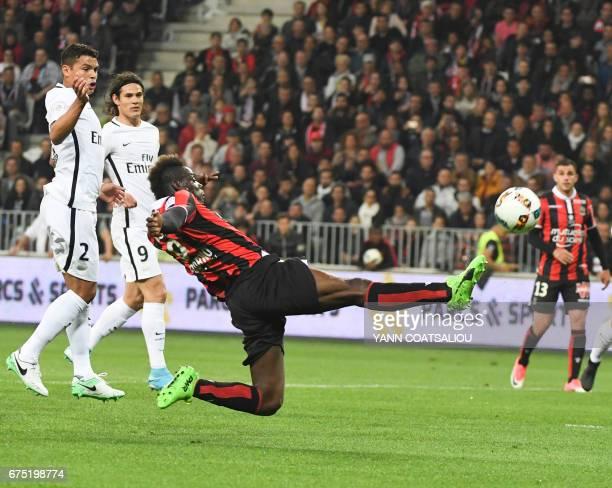 Nice's Italian forward Mario Balotelli vies for the ball against PSG's Brazilian defender Thiago Silva during the French L1 football match Nice vs...