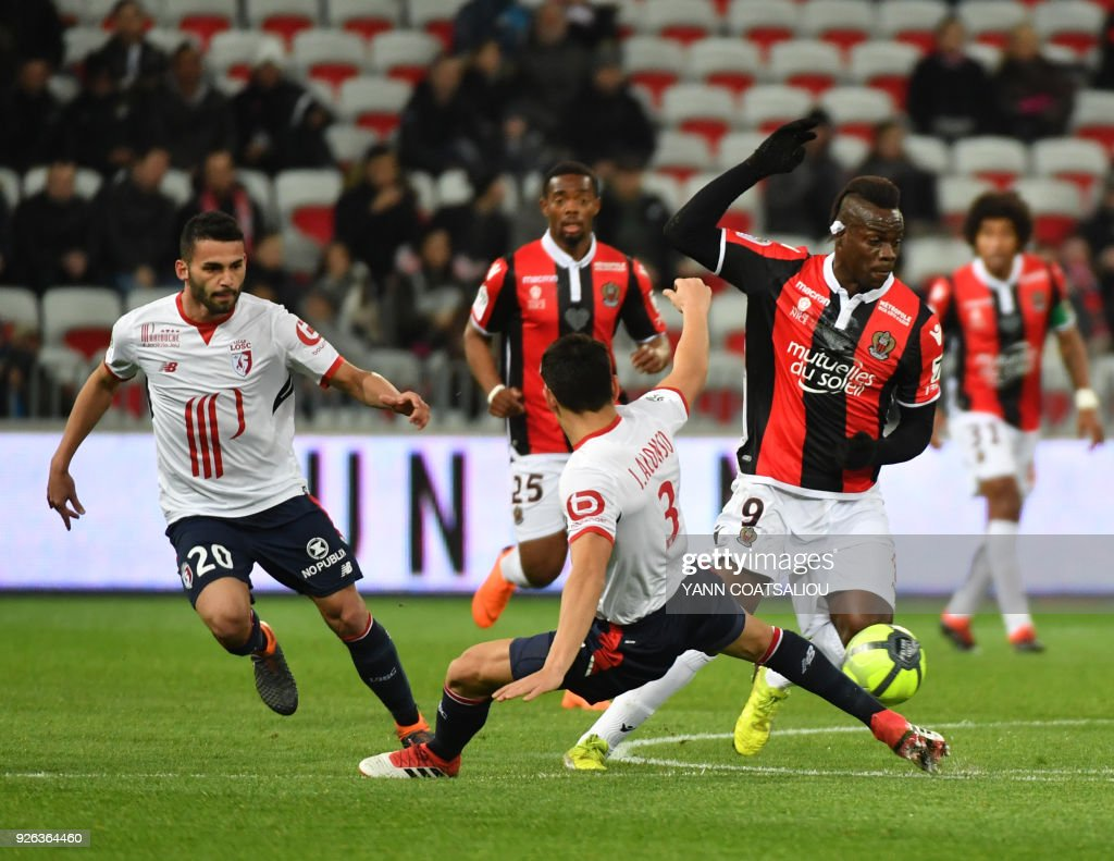 Nice's Italian forward Mario Balotelli vies with Lille's Paraguay defender Junior Alonso during the French L1 football match Nice (OGCN) vs Lille (LOSC) on March 2, 2018 at Allianz Riviera Stadium in Nice. /