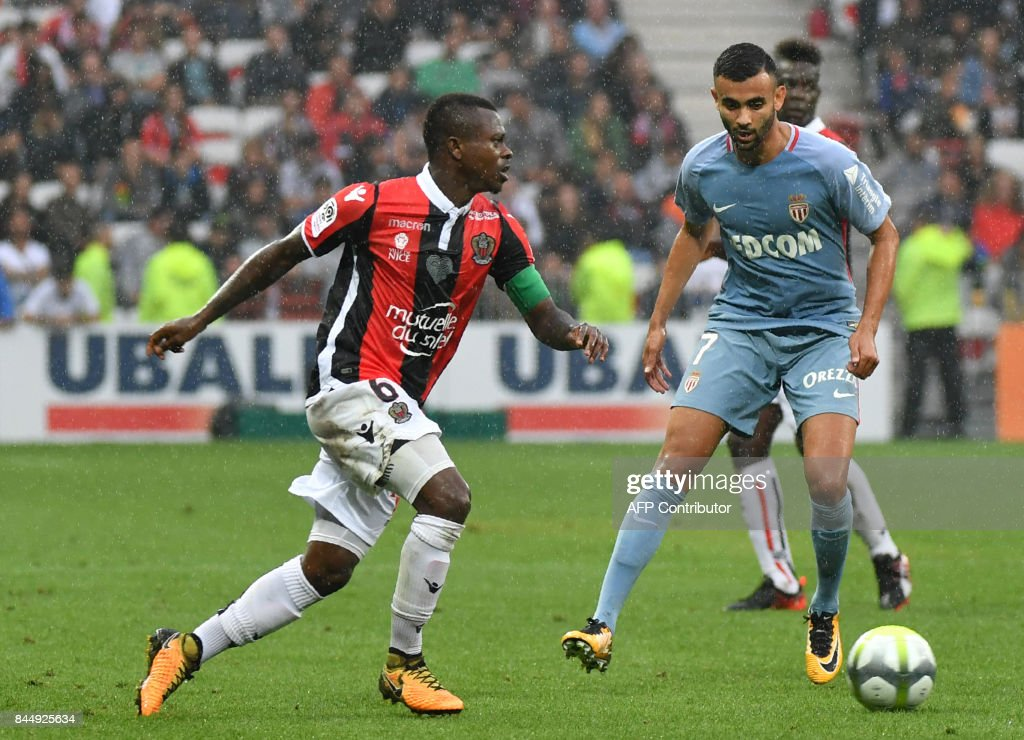 Nice's Ivorian midfielder Jean Michael Seri (L) vies with Monaco's French midfielder Rachid Ghezzal during the French L1 football match Nice (OGCN) vs Monaco (ASM) on September 9, 2017 at the 'Allianz Riviera' stadium in Nice, southeastern France. /