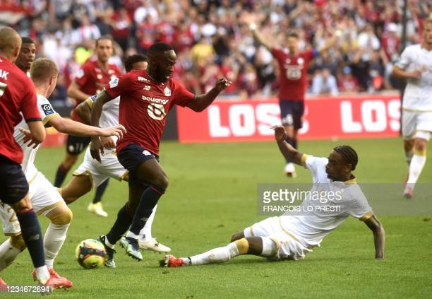 Nice's midfielder Pablo Rosario fights for the ball with Lille's Turkish midfielder Yusuf Yazici during the French L1 football match between Lille...