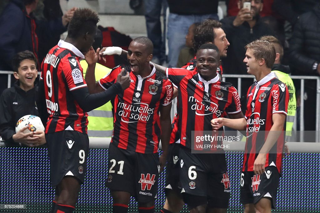 Nice's Portuguese defender Ricardo Pereira (2ndL) celebrates after scoring a goal during the French L1 football match Nice (OGCN) vs Paris Saint Germain (PSG) on April 30, 2017 at the 'Allianz Riviera' stadium in Nice, southeastern France. /