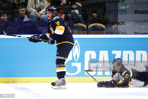Nicholas Angell and Sami Sandell fights for the puck during the IIHF Champions Hockey League match between HV 71 Joenkoeping and Espoo Blues on...