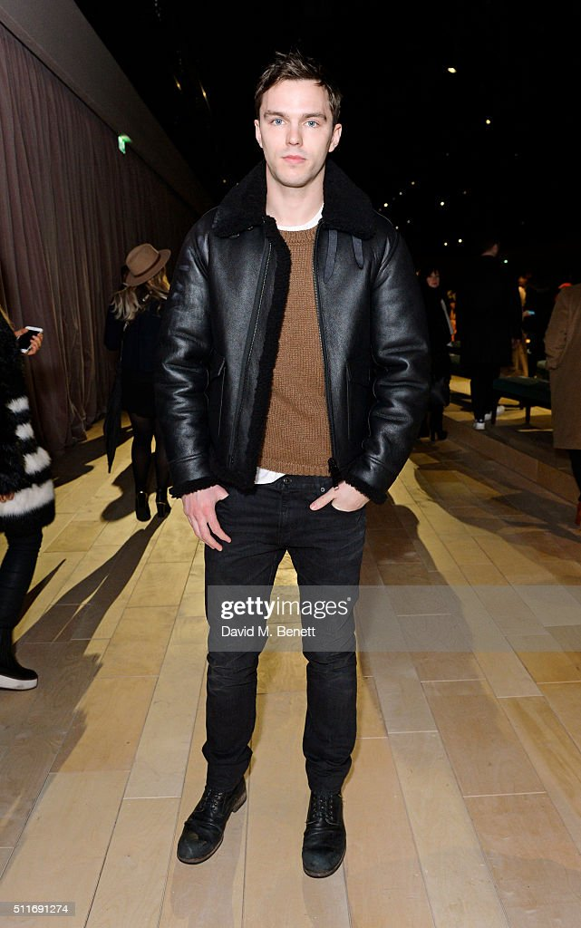 Burberry Womenswear February 2016 Show - Front Row & Runway