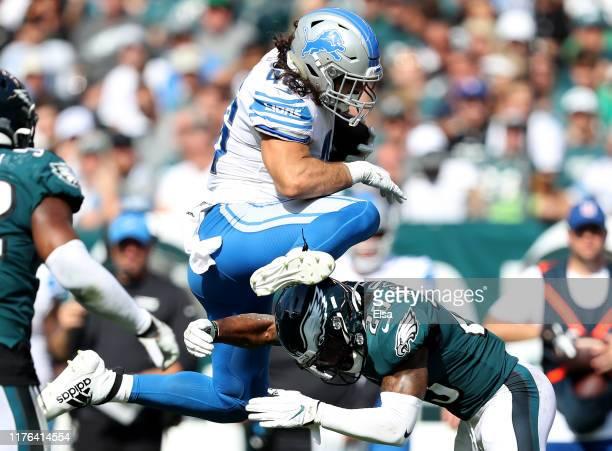PHILADELPHIA PENNSYLVANIA SEPTEMBER 22 Nick Bawden of the Detroit Lions leaps over Rodney McLeod of the Philadelphia Eagles in the third quarter at...