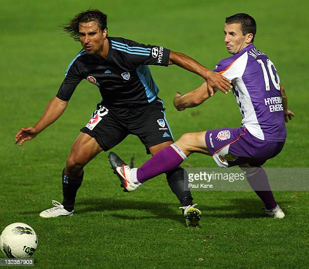 Nick Carle of Sydney is challanged by Liam Miller of the Glory during the round six ALeague match between the Perth Glory and Sydney FC at nib...