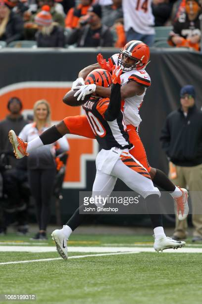 Nick Chubb of the Cleveland Browns catches a pass for a touchdown over the defense of Brandon Wilson of the Cincinnati Bengals during the second...