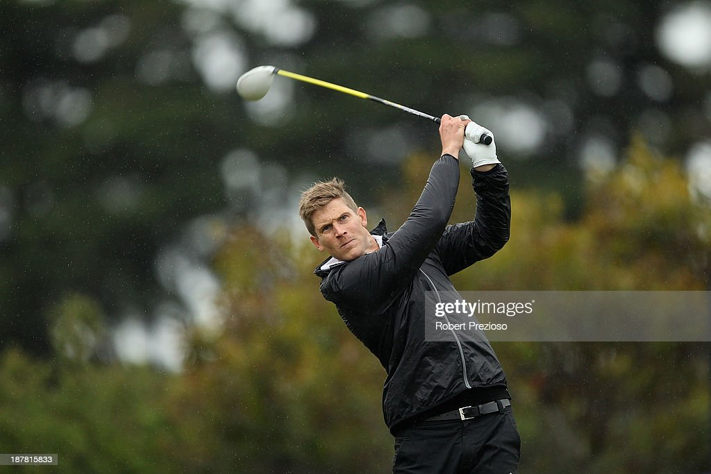 Nick Del Santo of North Melbourne Kangaroos tees off on the 7th hole during the Pro Am ahead of the 2013 Australian Masters at Royal Melbourne Golf Course on November 13, 2013 in Melbourne, Australia.