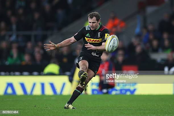 Nick Evans of Harlequins fails to score a late drop goal during the Aviva Premiership Big Game 8 match between Harlequins and Gloucester at...